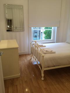 1 Bedroom Flat with a Garden View, Londres
