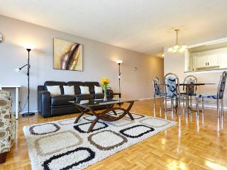 LARGE 2 bed 1.5 bath FURNISHED suite inc cable net, Toronto