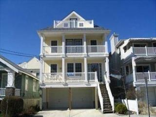 Beach Block/ 2Decks/Off street parking, Ocean City