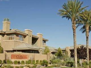 2-Bedroom Fully Furnished Las Vegas Desert Oasis