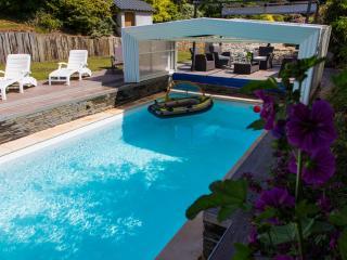 piscine privée couverte avec aquabike et chauffée a 28 degré du 1 avril au 3 novembre.