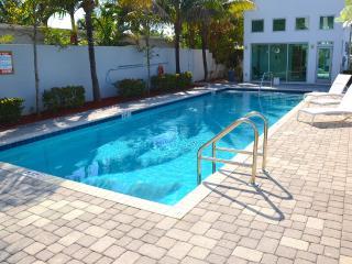 Villa Oceana Spectacular Heated Pool & Lounge Area...