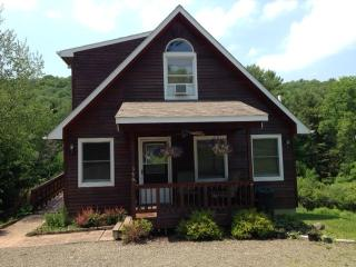 2BR Duplex Apt. 6 Miles to Dreams Park - Sleeps 6, Cooperstown