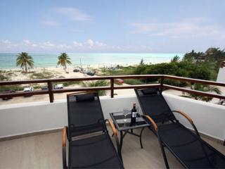Heavenly Beachfront PH with Ocean Views - Nubes, Playa del Carmen
