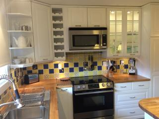 Pear Suite kitchen. SS appliances, wine rack, pullout drawers, glass cabinets, double sink.
