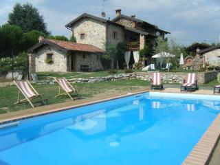 In Vecchio Casale con piscina Lago Maggiore