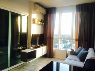 200m to BTS, Cozy1BR, hi speed wifi, quiet area, Bangkok