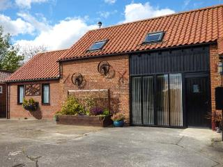 MILL FARM BARN wheelchair friendly, ground floor bedroom with en-suite, woodburner in North Elmham, Ref 25789