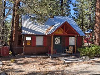 Blue Jay Cottage: Quaint! Fawnskin! Near the lake!, Big Bear City