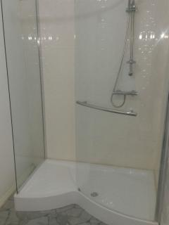Accra Serviced Villas. Modern walk in shower suite. The villa is serviced located at Spintex Accra