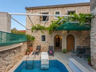 Architectural 3 bedroom Villa with pool. Ideal location for exploring Crete!