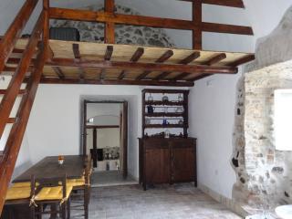 renovated apt in Trevignano's  centro storico
