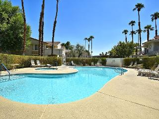 Sunny 2BR/2BA Palm Springs Country Club Condo, Amazing Location, Sleeps 4!
