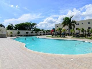 Live in Paradise in this 3bd Apt w/wifi & Cable