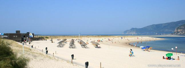 The beach closest to the apartment. But there´s plenty more kms of white unsploiled sand.
