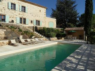 PICTURESQUE 18 CENTURY STONE HOUSE ON THE EDGE OF, Uzes