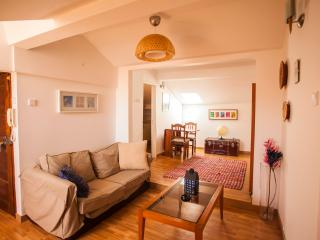 Sunny Apartment with River View, Lissabon