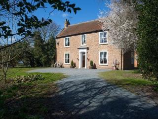 Brockholme Farmhouse - spacious and pet friendly