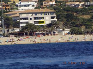 A 300 mètres de la plage et du centre ville