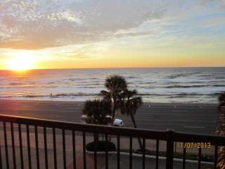 Gulf Front Luxury Condo Breath Taking View 401, Galveston