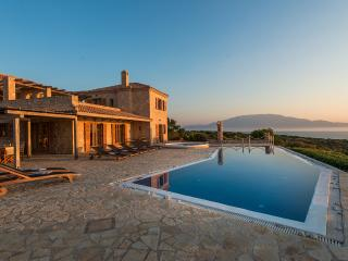 Palace, Sleeps 14, Korithion