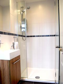 Sparkling ensuite bathroom
