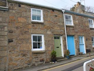Cosy Character Cottage with Sea View, Mousehole