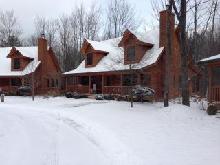 Great cabin for the winter with cross country skiing 5 min away and downhill skiing 35min away