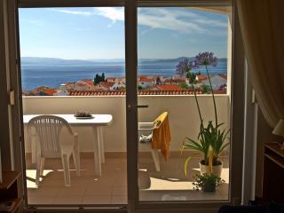 3* Sea View Apartment with Swimming Pool, Businci