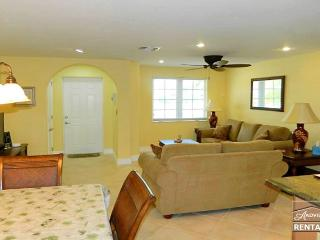 Completely remodeled single family home less than 1 mile to the beach!, Bonita Springs
