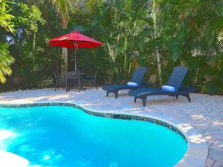 Luxury Retreat Heated Pool & Spa + Steps To Beach
