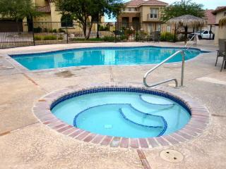 Beautiful pool side condo 9-2