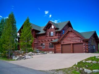 Spacious Mountain Retreat w/ Stunning Views & Ski, Silverthorne