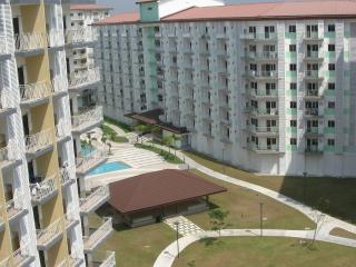 Comfortable 1BR-Condo near Air-Port, WIFI, Pool, Air-Con, Kitchen