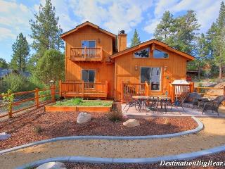 Blue Moon: Luxury! Pool Table! Hot Tub! Mtn Views!, Big Bear Lake