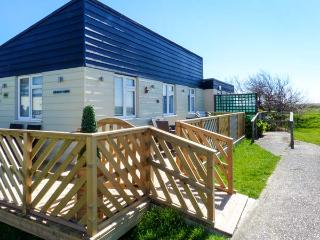 26D BEACH VIEW, semi-detached chalet, shared on-site facilities with outdoor