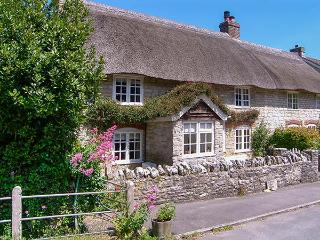 SNOOKS COTTAGE, woodburning stove, off road parking, garden, in Upwey, Ref 91691