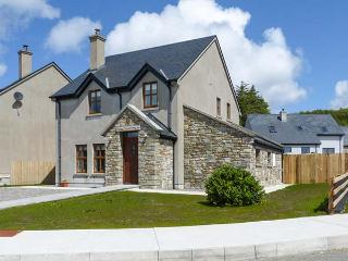 BENCORR, detached, bright and airy, solid-fuel stove, WiFi, enclosed garden