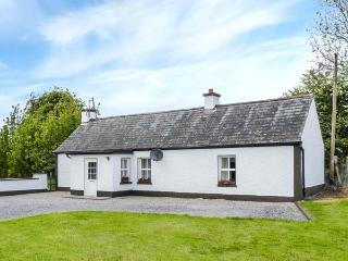 JOHNNY'S COTTAGE, single-storey, romantic retreat, pet-friendly, near Athlone, Ref 925150