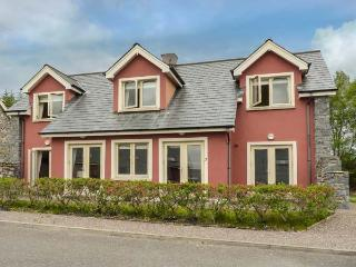 RING OF KERRY GOLF CLUB COTTAGE, en-suite bedroom, 2 sitting rooms, detached cottage near Kenmare, Ref. 926997