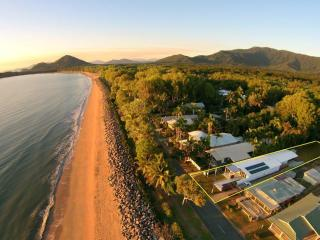 Arlington Beach House (Beachfront near Palm Cove), Clifton Beach