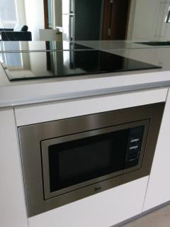 Microwave oven for heating up food