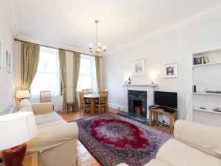 Edinburgh New Town Apartment, Sleeps 6.