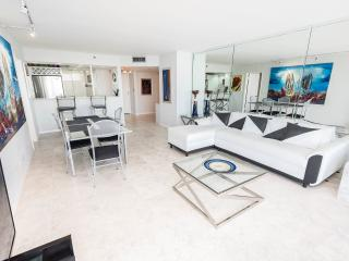 NEW furnished PENTHOUSE - for the DISCERNING Guest, Miami