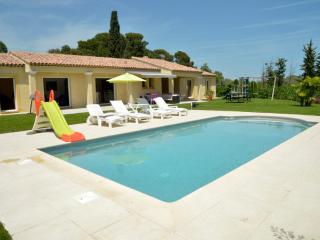 Villa haut de gamme avec piscine, au calme