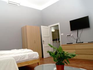 Market Square 1-room flat at Gozsdu Udvar with AC, Budapeste