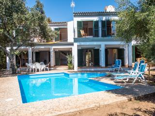 Spacious family house with private pool,garage,BBQ, Sa Pobla