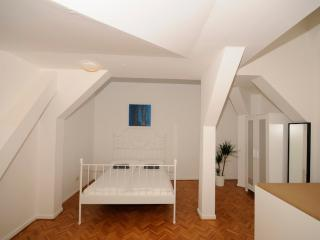 Penthouse flat with a big balcony for two, Berlín