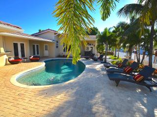 New 5 Star Htd Pool Estate Mns To Beach! Stunning!, Fort Lauderdale