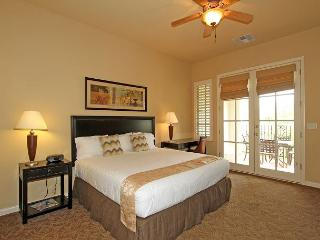 An Upstairs Legacy Villas Studio with a King Bed Just Steps to the Main Pools, La Quinta